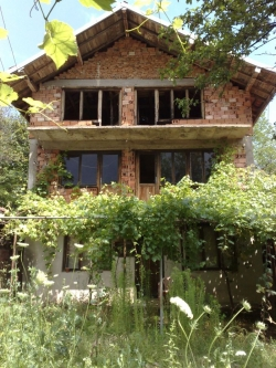 продава-къща-с-черни-осъм-4635