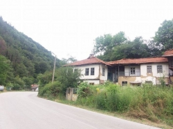 продава-къща-с-горно-трапе-8528