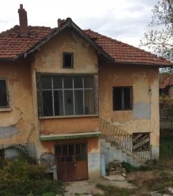 Продава Къща с. Лисец