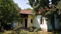 продава-къща-с-малка-желязна-11791