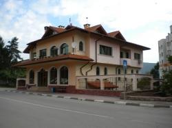 продава-къща-гр-правец-широк-център-13055
