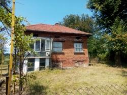 продава-къща-с-голям-извор-13840