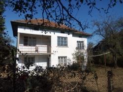 продава-къща-с-голям-извор-13841