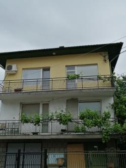 продава-етаж-от-къща-гр-ботевград-широк-център-16161